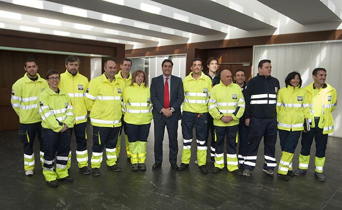 El Consejero de Sanidad celebra con Ambulancias Finisterre el Premio de empresa del año 2013